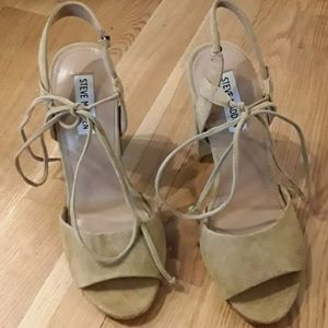 BN in box taupe tie sandals